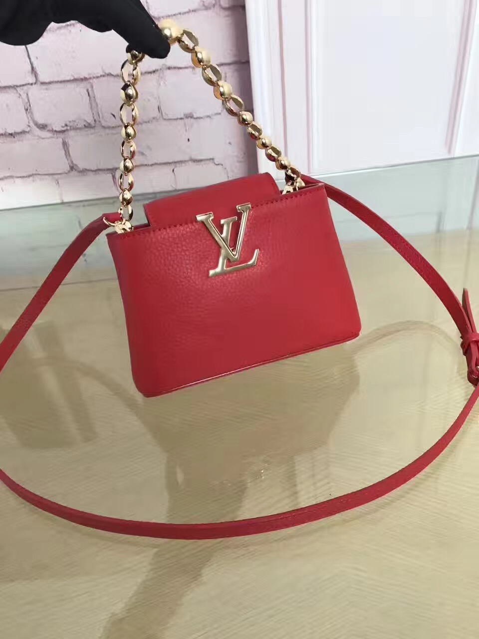 c37b2e2f632 LV Louis Vuitton leather capucines BB shoulder red handbags