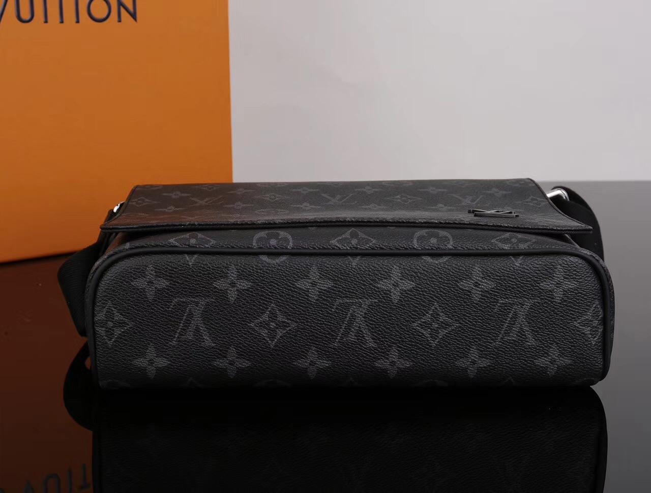 66c0d38b213f ... Men LV Louis Vuitton M44000 District Monogram Messenger bags Handbags  Gray ...