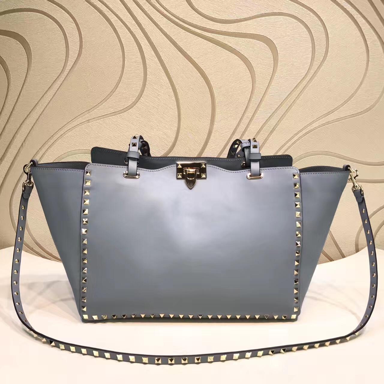 4f9e9ddd91 The Best Valentino Rockstud Replica Handbags Online Store