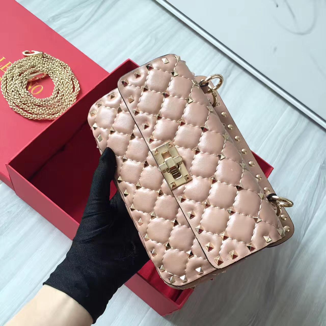 89ac236e2b5 The Best Valentino Rockstud Replica Handbags Online Store